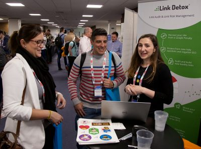 BrightonSEO_Apr18_StandChat22